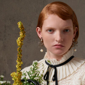 ERDEM x H&Mの全ルックブックを公開、世界的な写真家マイケル・プデルカが撮影の画像