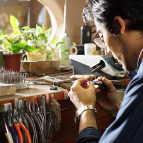 次世代の若きクリエイター育成支援の一環として、指輪製作用に、リサイクルのロウ素材をジュエリー専門学校へ無償提供の画像
